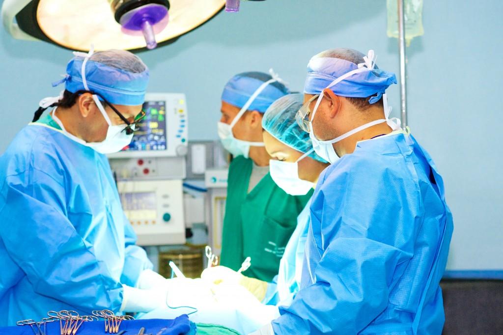 Equipo cirugía costa rica
